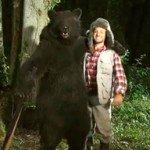 Foto del cazador y el oso de la campaña viral de Tipp-Ex