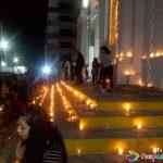 Velas en las escaleras de la Catedral en el Día del Niño Perdido en Tuxpan